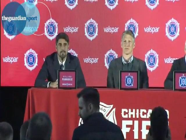 Schweinsteiger ngẩn người khi được đề nghị giúp đội bóng mới vô địch World Cup