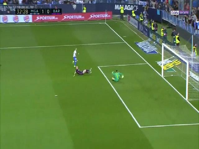 Sandro Ramirez ghi bàn vào lưới Barca