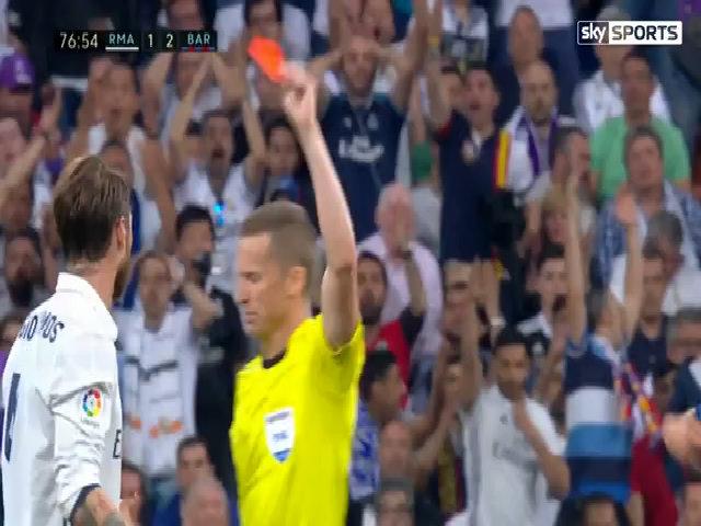 Ramos nhận thẻ đỏ khi vào bóng với Messi
