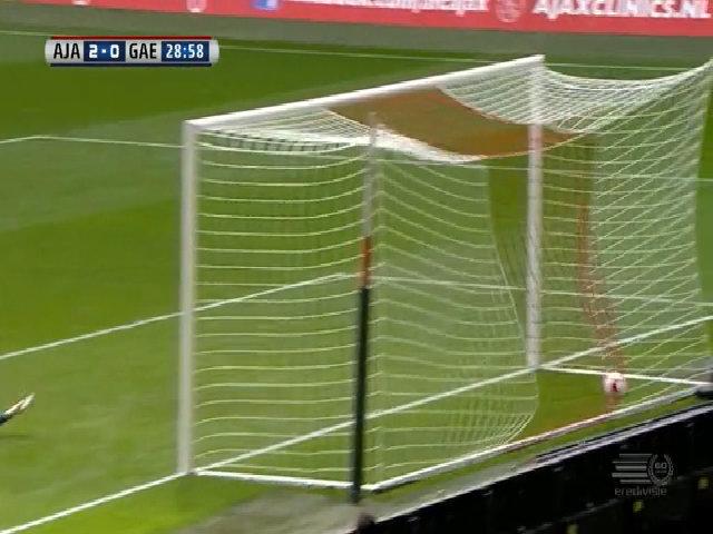 Con trai Kluivert ghi bàn cho Ajax