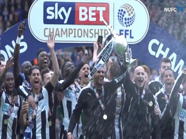 Newcastle nâng cao Cup vô địch giải Hạng nhất Anh