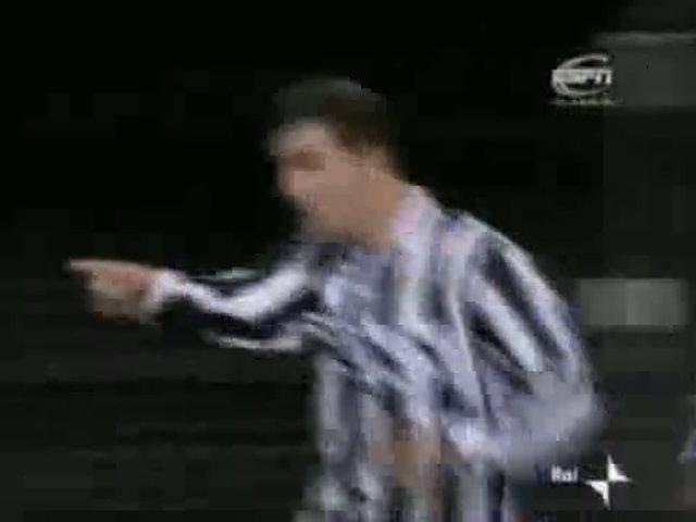 Zinedine Zidane - Từ kẻ không đủ sức đá hạng Nhì đến huyền thoại bất tử