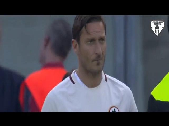 Totti vào sân trong trận thứ 785 của anh cùng AS Roma