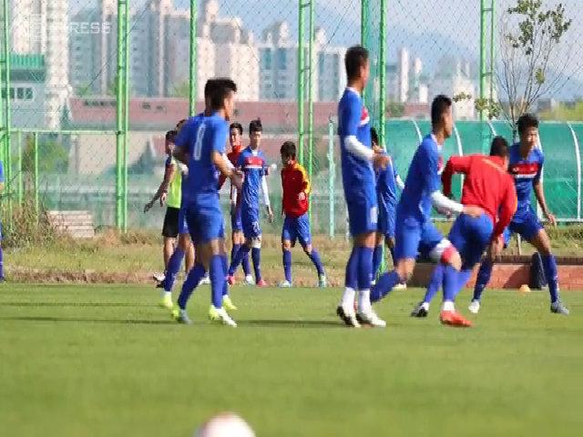 HLV thể lực đá bóng cùng U20 Việt Nam trên sân tập