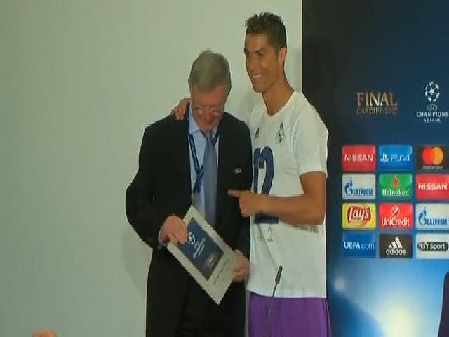 Ghi 10 bàn liên tiếp, Ronaldo vượt Messi thành Vua phá lưới