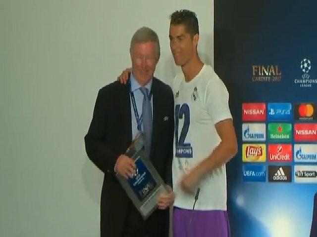 Ronaldo: 'Những kẻ chỉ trích tôi nên xếp đàn vào hộp'