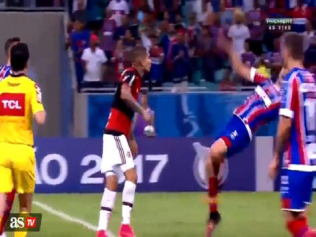 Cầu thủBahia giành giảiOscar cho màn ăn vạ