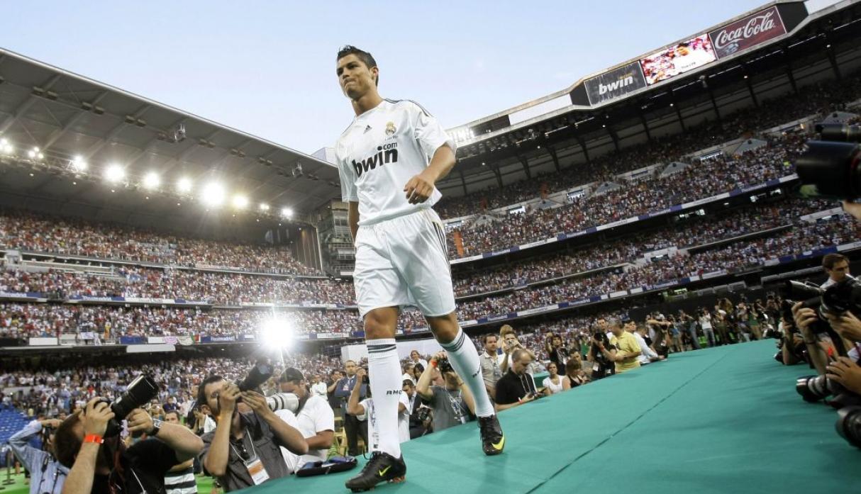 Ronaldo ra mắt ở Real Madrid năm 2009