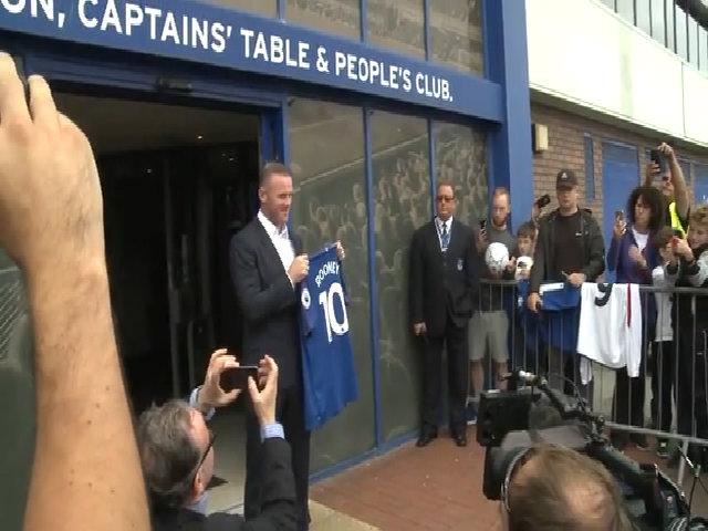 Rooney ra mắt ở Everton