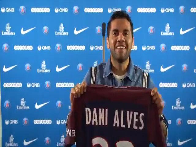 Dani Alves ra mắt ở PSG