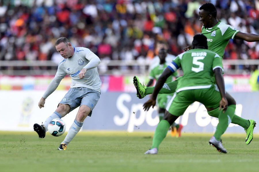 Rooney ghi bàn từ 30 mét trong trận đầu tiên trở lại Everton