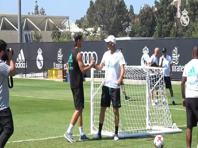 Morata tạm biệt đồng đội ở Real