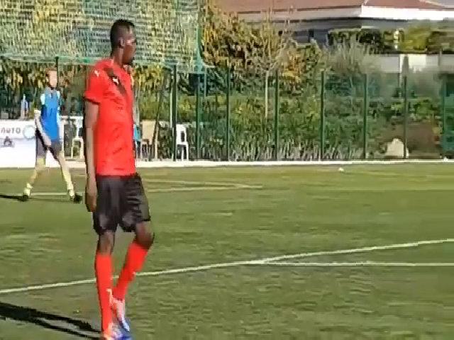Usain Bolt chơi bóng