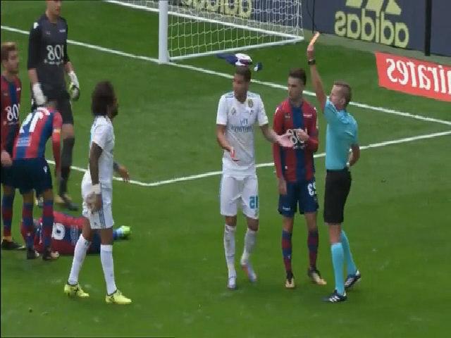 Marcelo lĩnh thẻ đỏ trong trận hoà Levante