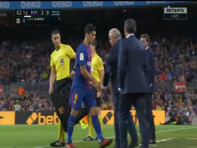 Suarez bỏ bắt tay HLV khi bị thay ra