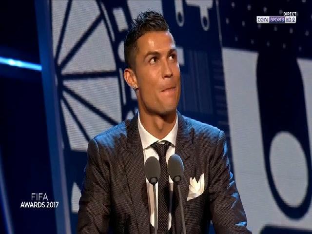 Ronaldo lần thứ hai giành giải Cầu thủ hay nhất FIFA