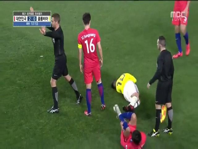 Cầu thủ Hàn Quốc bị đối thủ chế nhạo 'mắt híp'