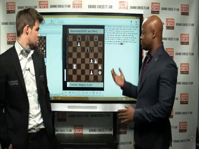 'Vua cờ' Carlsen bỏ quân và thua, hành xử thô lỗ với bình luận viên