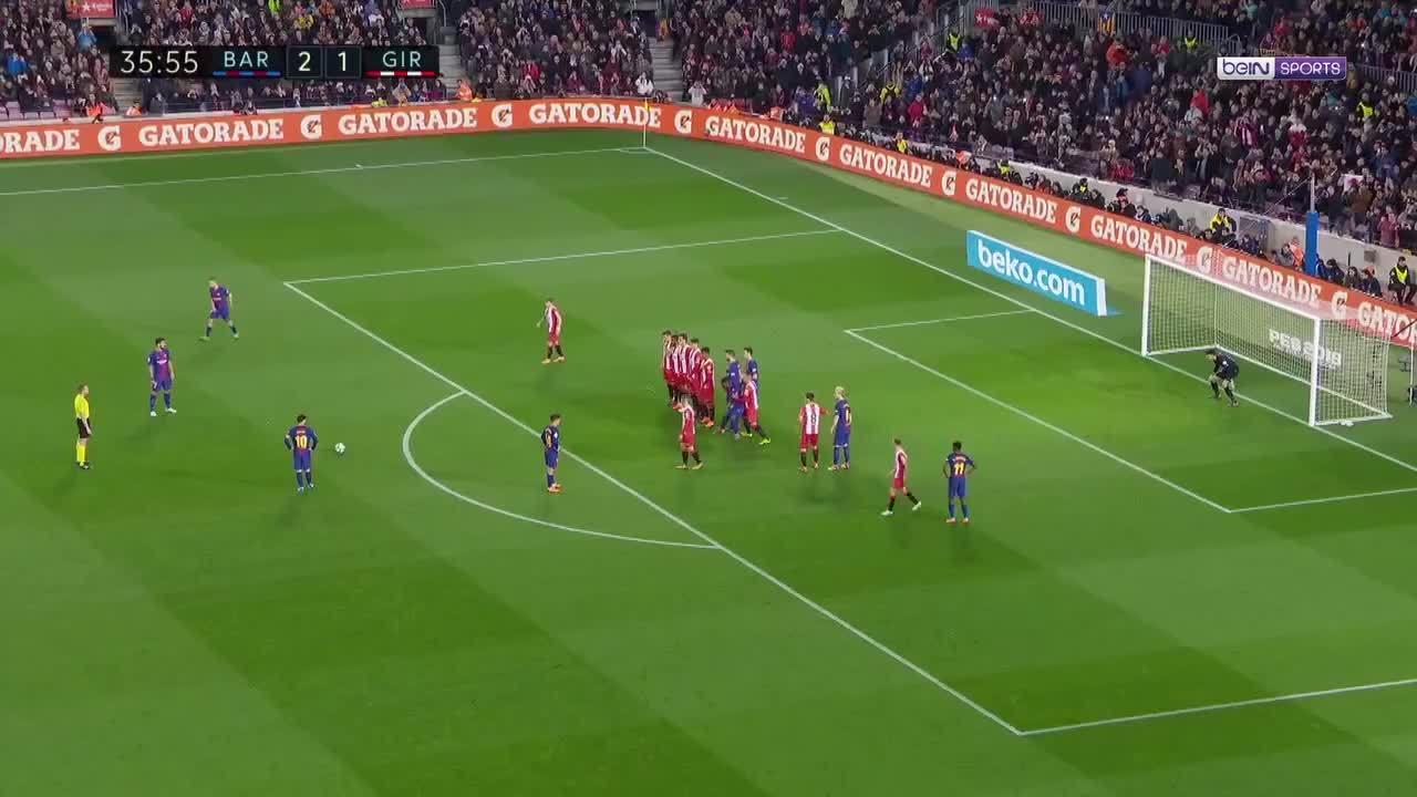 Cú sút phạt tinh quái của Messi
