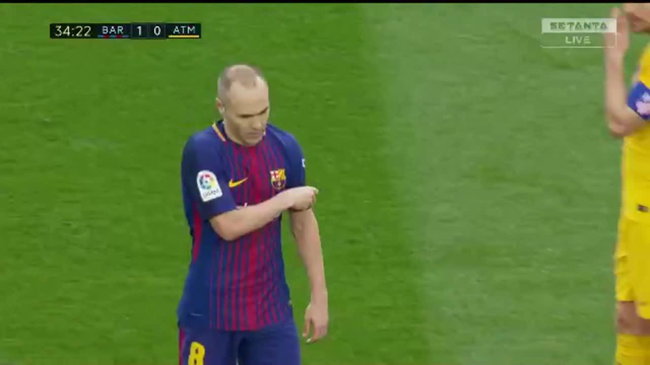 Iniesta dính chấn thương rời sân