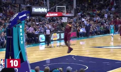 Những pha ghi điểm đẹp mắt của LeBron James ở mùa giải 2017-2018