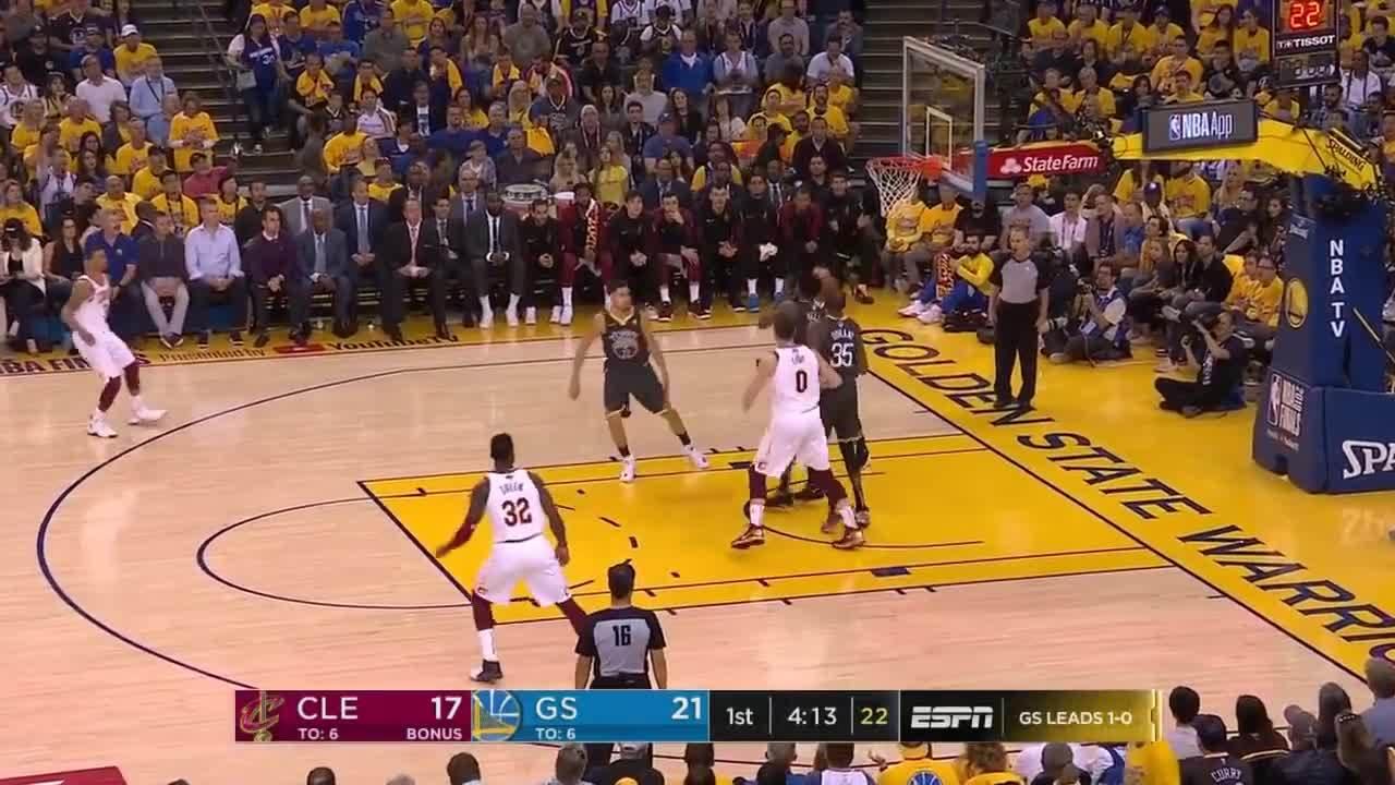 Những pha ném ba điểm đẳng cấp của Stephen Curry ở game 2