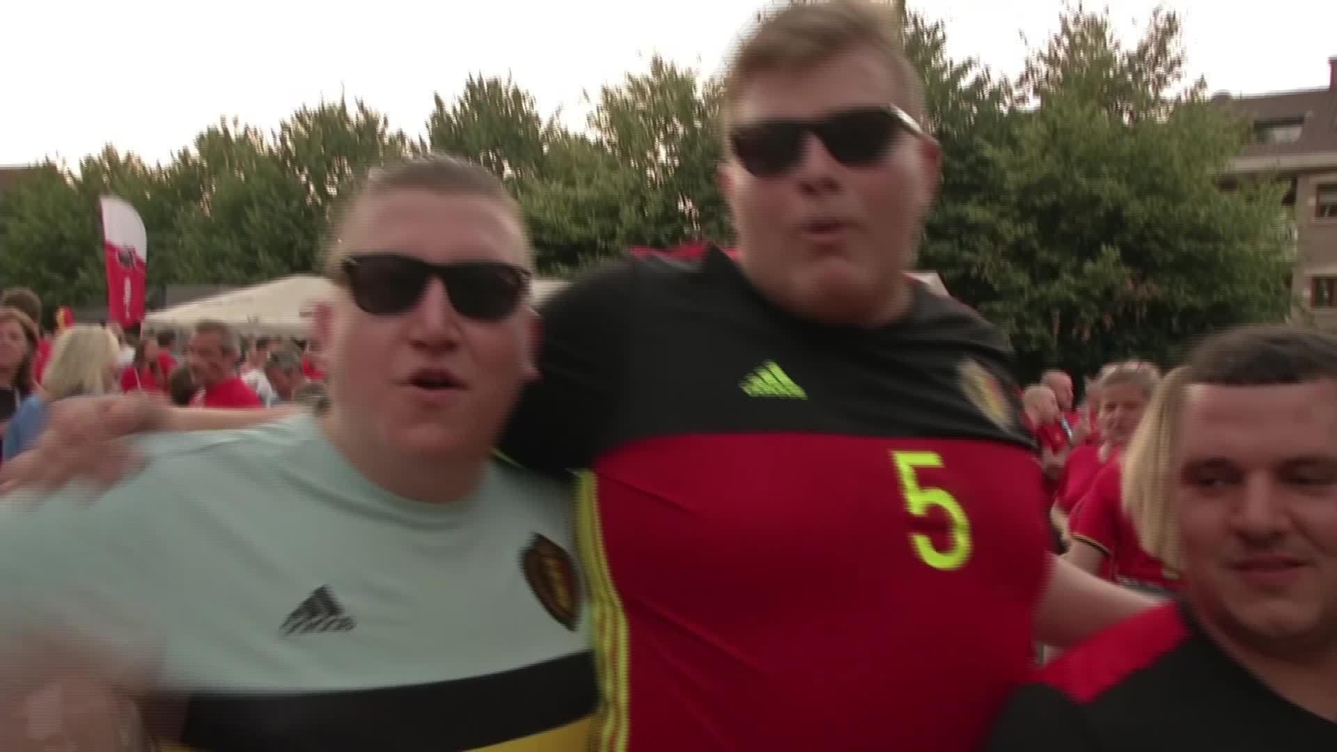 CĐV Bỉ vui sướng và phấn khích tại Brussels