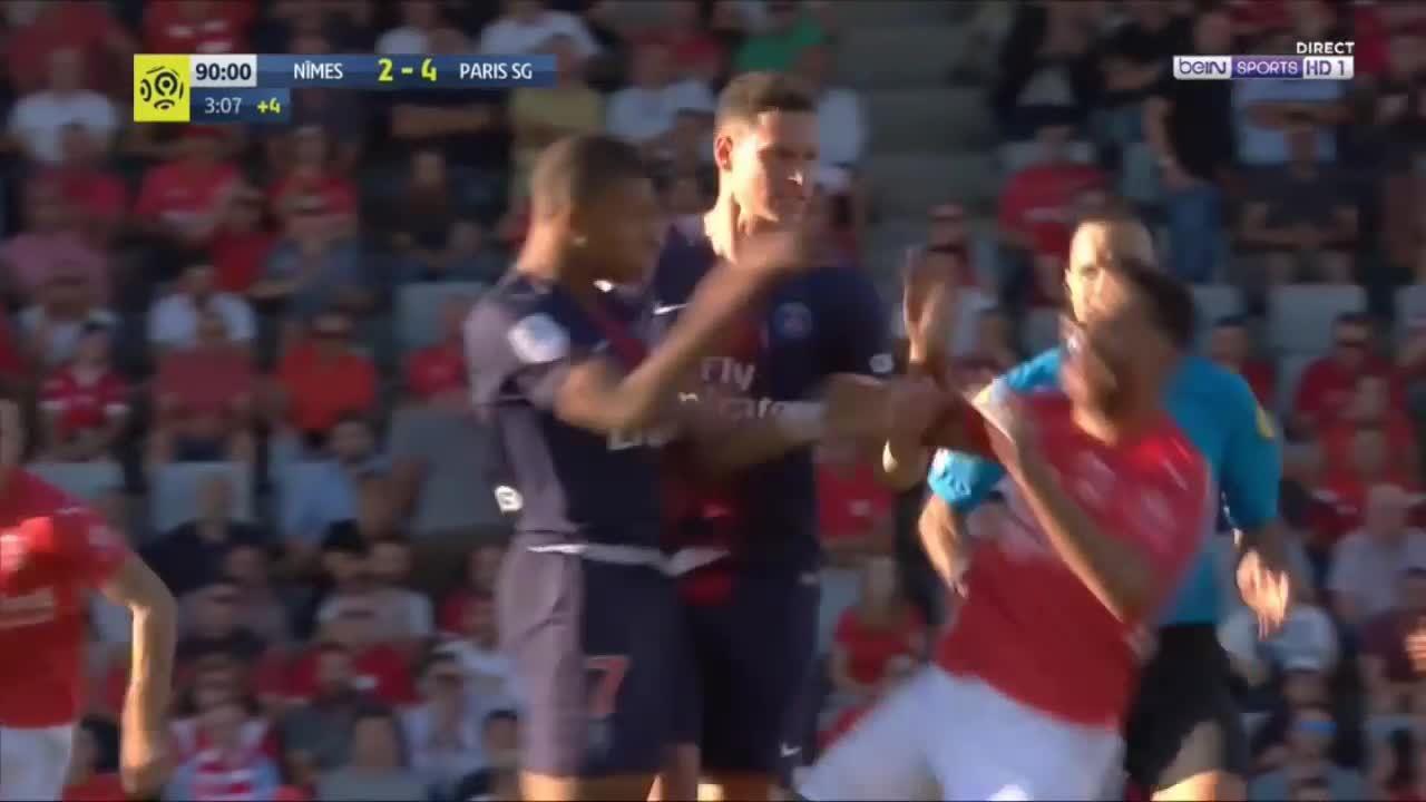 Mbappe bị treo giò ba trận vì lỗi đẩy người