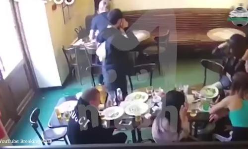 Cầu thủ Nga dùng ghế tấn công quan chức