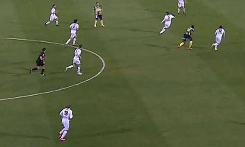 Usain Bolt ghi bàn đầu tiên trong màu áo CLB bóng đá Central Coast Mariners