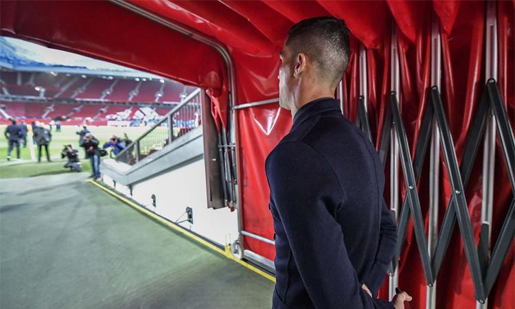 Ronaldo bước ra thảm cỏ Old Trafford lần đầu tiên sau năm năm