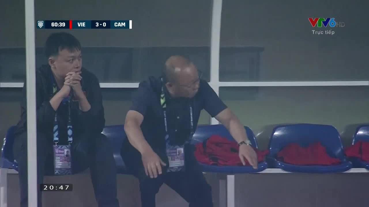 Văn Đức nâng tỷ số lên 3-0