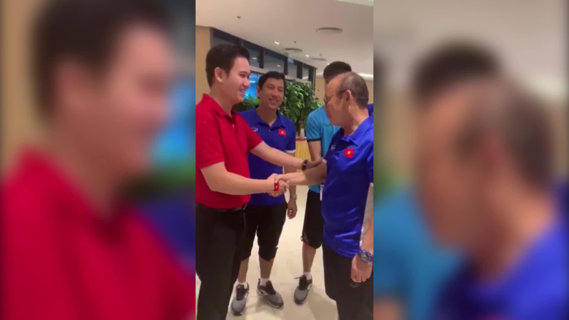 Đội tuyển Việt Nam nhận thưởng nóng ngay tại khách sạn