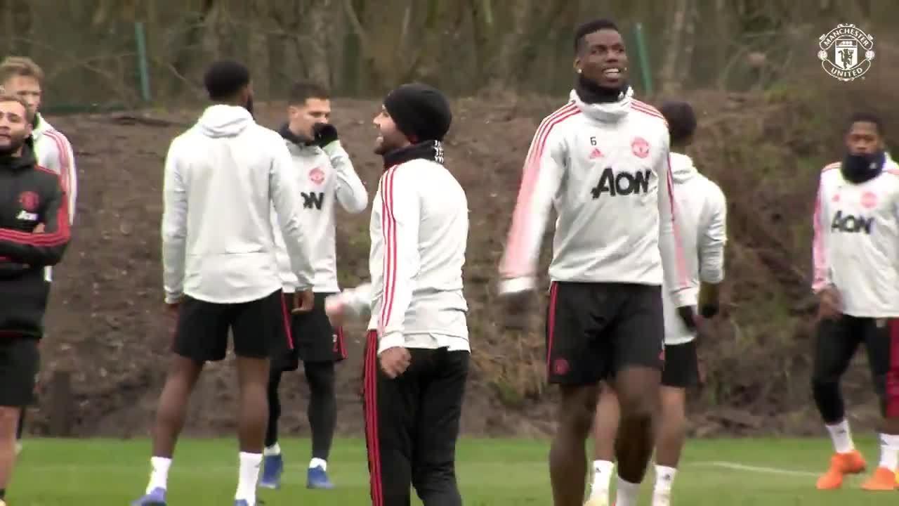 Cầu thủ Man Utd vui vẻ tập luyện trước trận tiếp Bournemouth