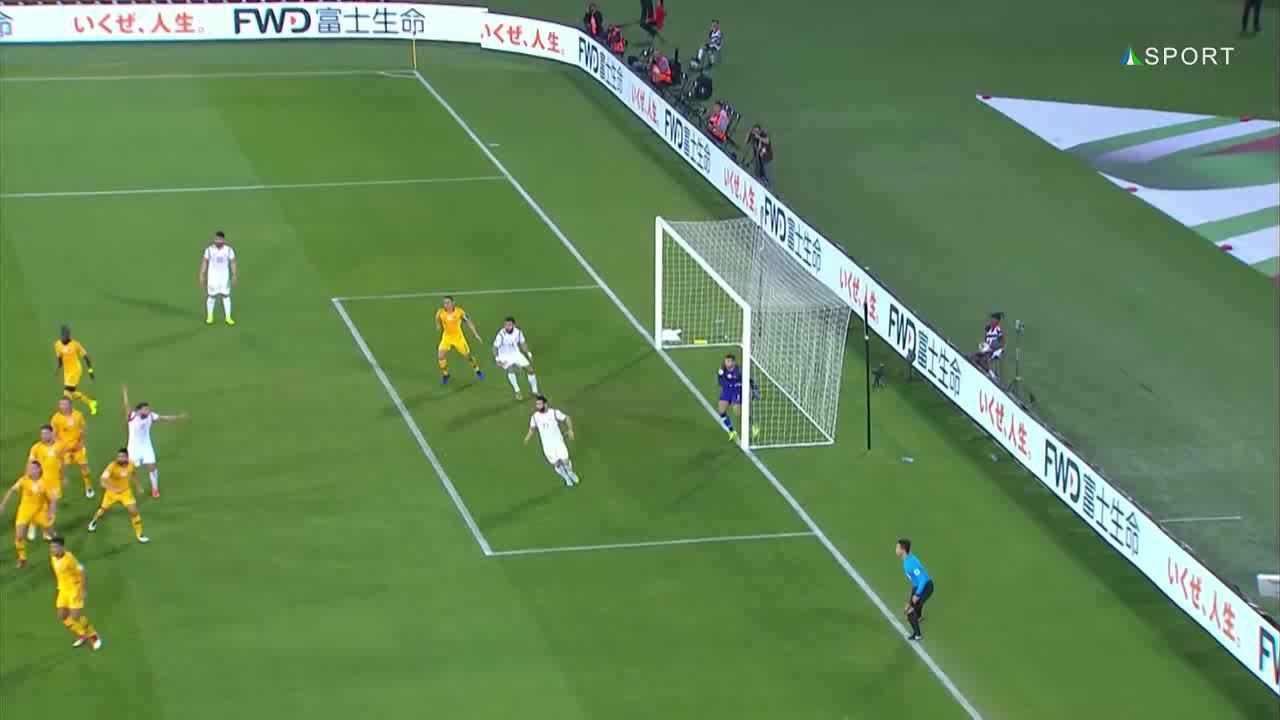 Hai cầu thủ Syria va vào nhau vẫn được hưởng penalty
