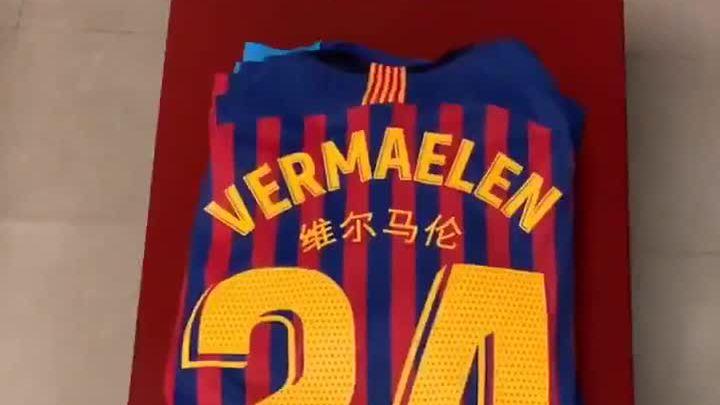 Barca quảng bá sử dụng tiếng Trung Quốc trên áo đấu