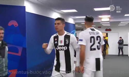 Ronaldo động viên đồng đội trong đường hầm