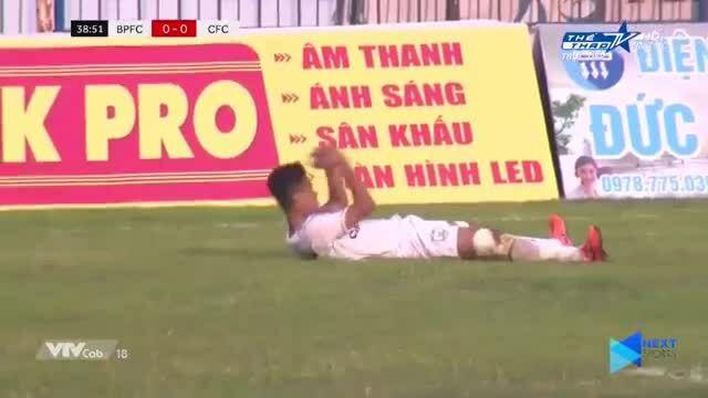 Cầu thủ Cần Thơ tự sút phạt vào lưới nhà ở Cup Quốc gia