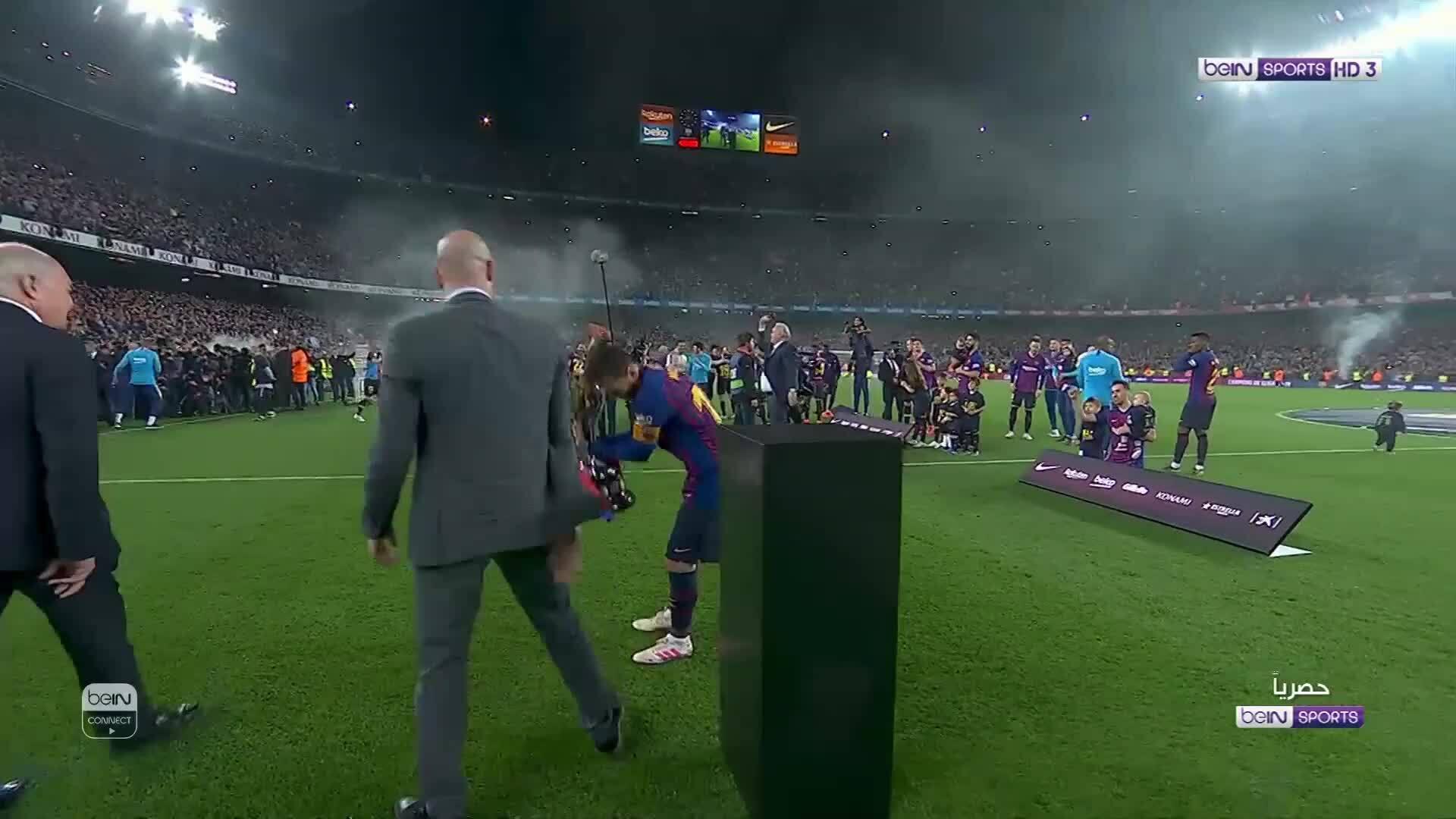 Barca nâng chức vô địch La Liga
