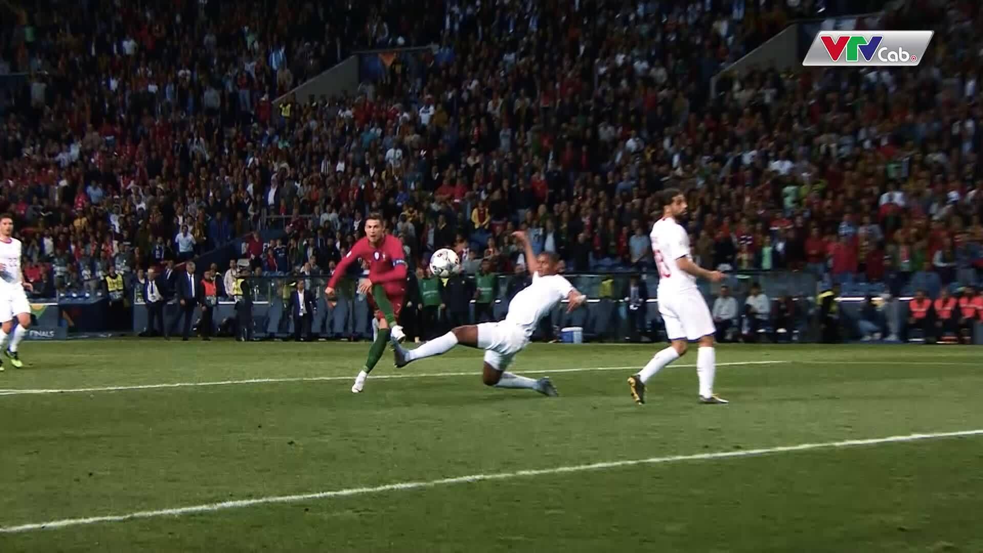 HLV Koeman: 'Van Dijk và De Ligt đều có thể ngăn chặn Ronaldo'
