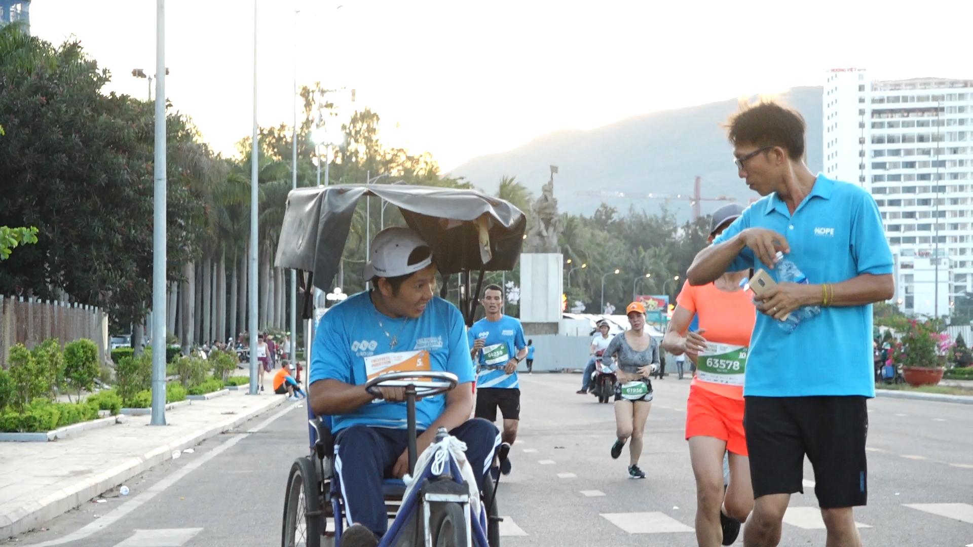 Người khuyết tật tham gia Vnexpress Marathon 2019