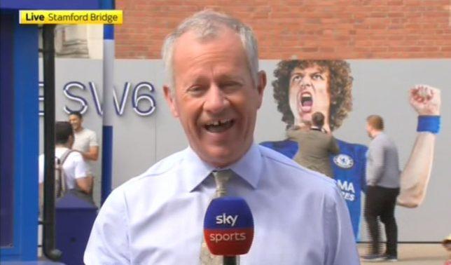 Fan Chelsea đấm vào poster David Luiz