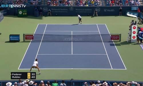 Federer 0-2 Andrey Rublev