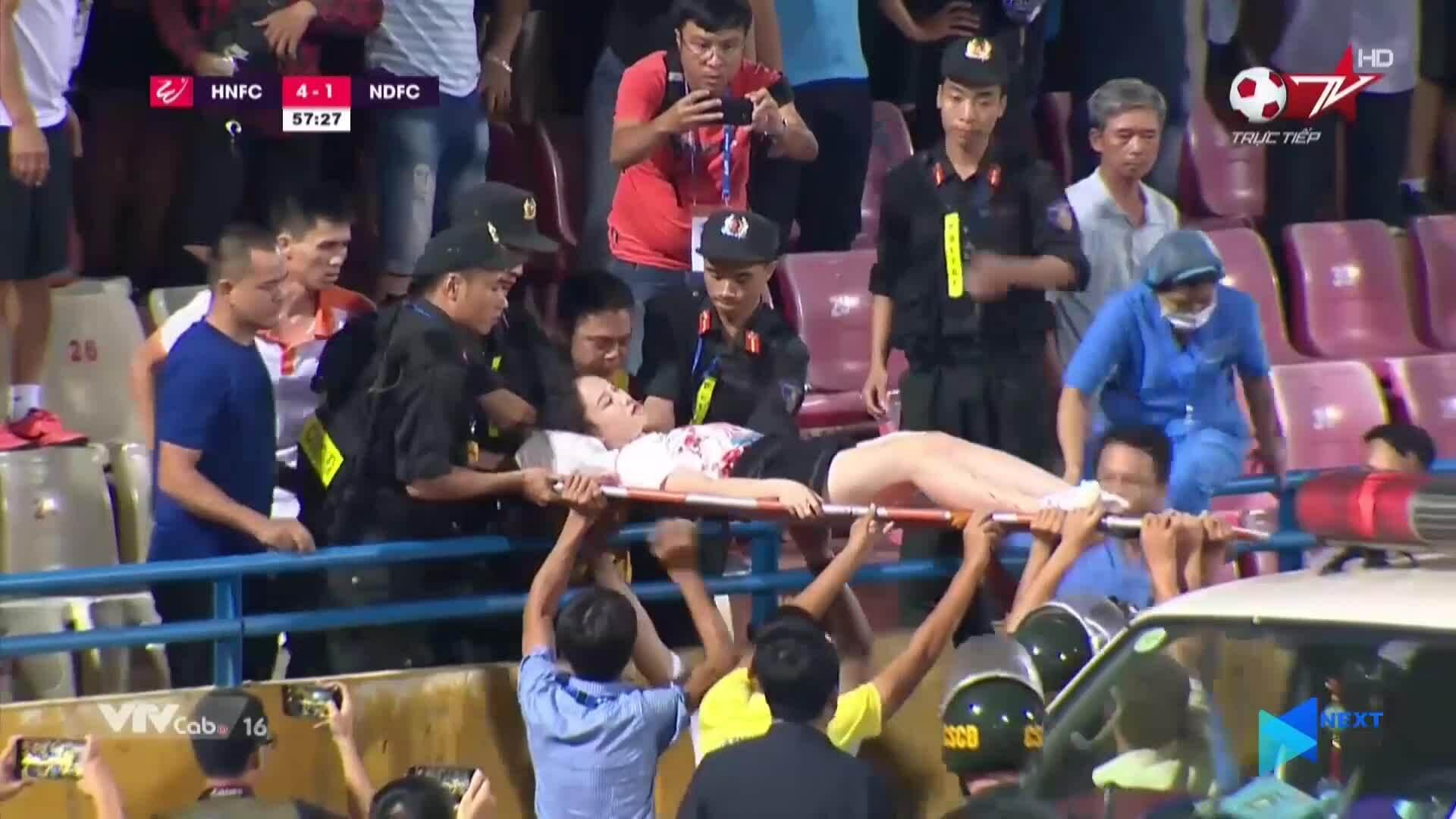 CĐV Nam Định đốt pháo sáng khiến nhiều người bị thương