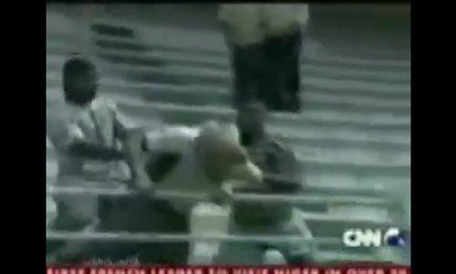 Romario đuổi đánh CĐV