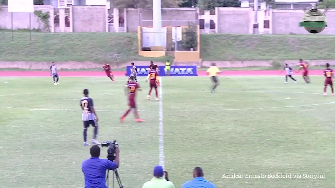 Cầu thủ Jamaica nhập viện vì sét đánh