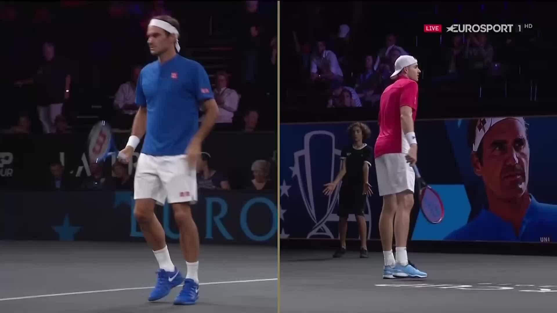 Roger Federer 2-0 John Isner
