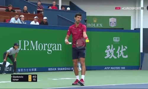 Novak Djokovic 2-1 John Isner