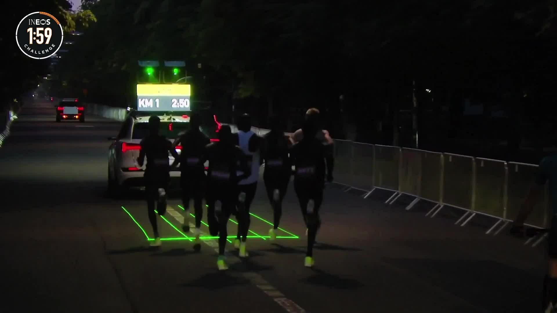 Đội pacer và xe dẫn đường tập dượt để hỗ trợ Kipchoge