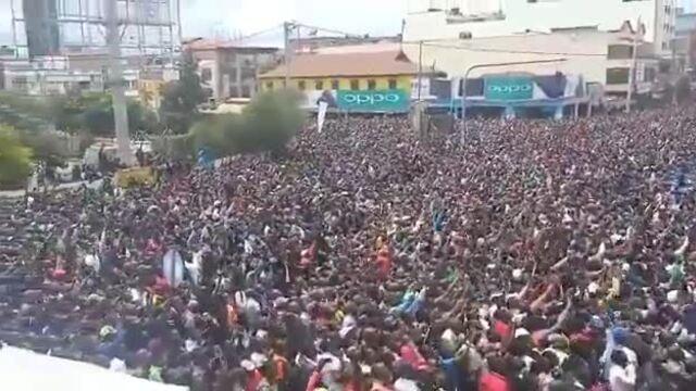 Người hâm mộ ở Eldoret, Kenya mừng Kipchoge chinh phục sub2